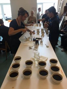 Therese v cupping bord